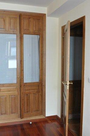 Alhaja: Closets in bedroom 2