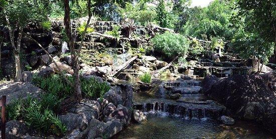 Bura Resort: Waterfalls by Restaurant