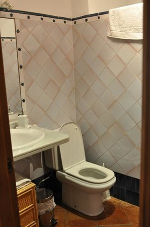 Alhaja: Good sized bathroom