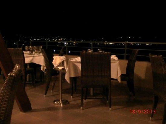 Blue Marine Resort & Spa: restaurant oliver tree