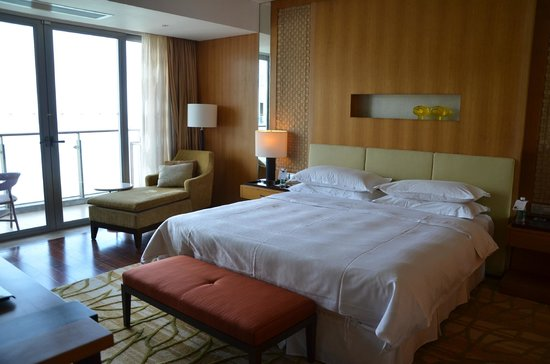 Sheraton Dameisha Resort: Ocean Suite Bedroom