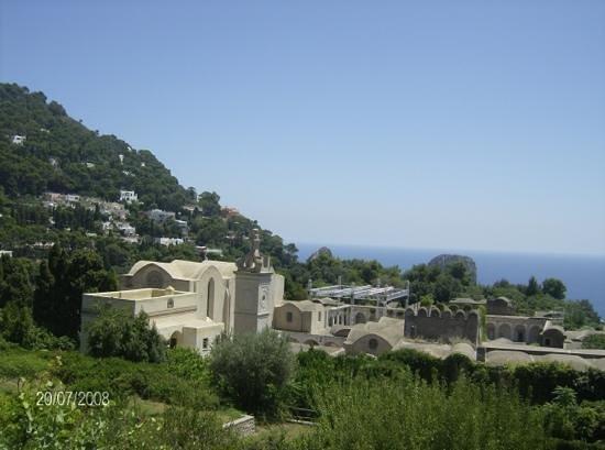 Hotel La Tosca: i faraflioni si intravedono
