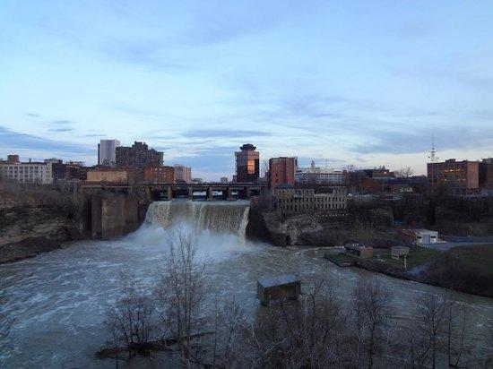 Genesee River's High Falls: A queda d'água