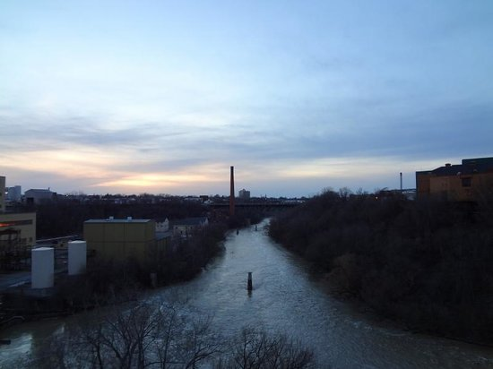 Genesee River's High Falls: Belo pôr do sol