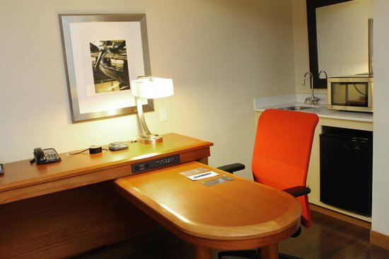 Sheraton Suites Tampa Airport Westshore: The desk was ideal for getting work done while the kids slept