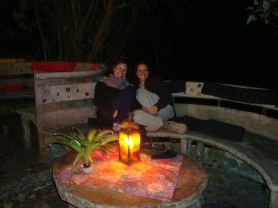 Hosteria Finca Chamanapamba: Mesas exteriores, donde se puede comer, tomar algo y conversar, en cualquier momento...