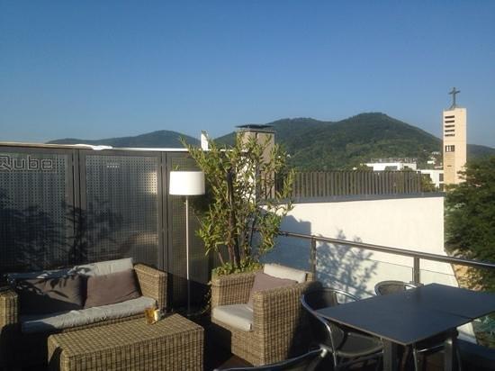 Qube Hotel Heidelberg : Sonnenterasse mit Weitblick