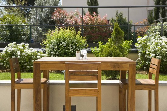 Courtyard Paris La Defense West