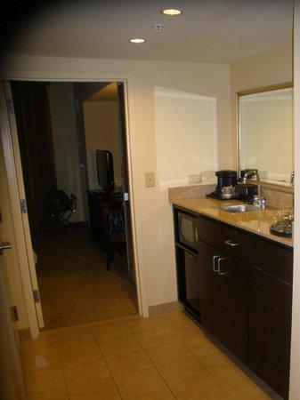 Embassy Suites by Hilton Laredo : Room Bar