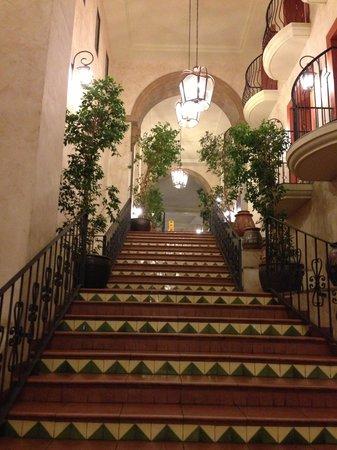 PortAventura Hotel El Paso: Stunning hall stairs, my back didnt agree haha