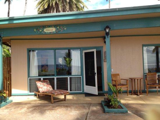 Ke Iki Beach Bungalows: Hibiscus entrance - beach side