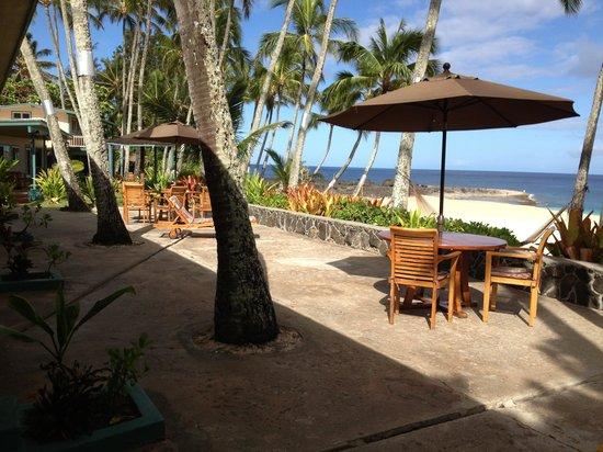 Ke Iki Beach Bungalows: patio