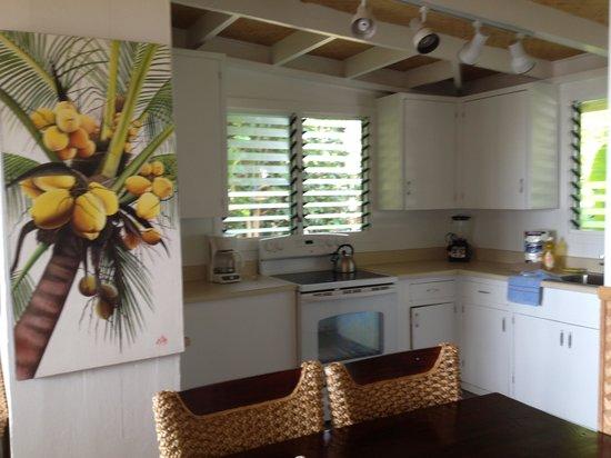 Ke Iki Beach Bungalows : kitchen area in Hibiscus