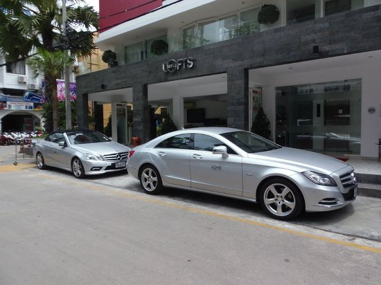 BYD Lofts Boutique Hotel & Serviced Apartments: Get picked up from the airport in one of these