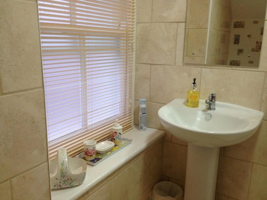 The Colbourn Hotel B&B: En suite bathroom
