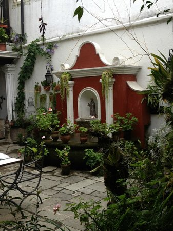 La Villa Serena: Courtyard