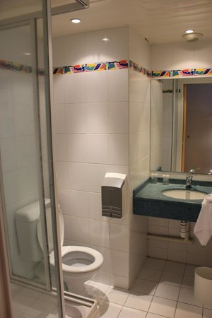 Ibis Budget Nice Californie Lenval : Bathroom