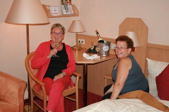 Mosel Hotel Haehn : Boire un ekt sur la chambre