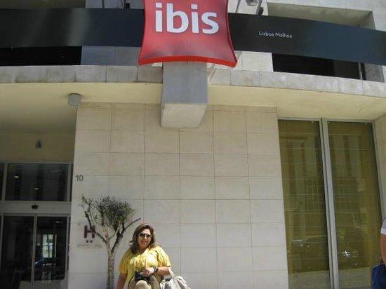 Hotel Ibis Lisboa Jose Malhoa: FACHADA DO HOTEL IBIS JOSE MALHOA LISBOA