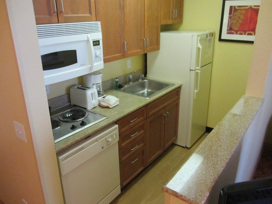 TownePlace Suites Ontario Airport: Kitchenette