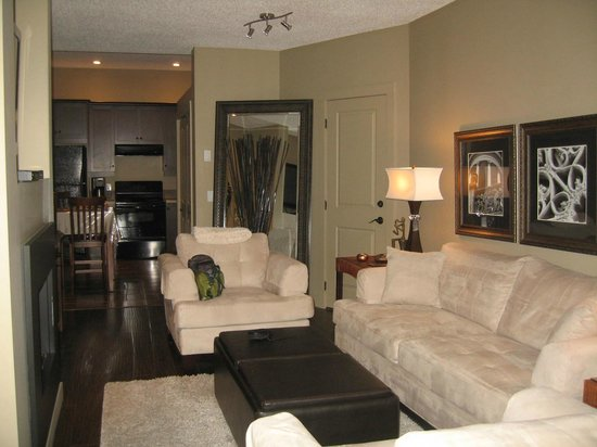 The Hopeless Romantic B and B: Chardonay Suite living room and Kithcen