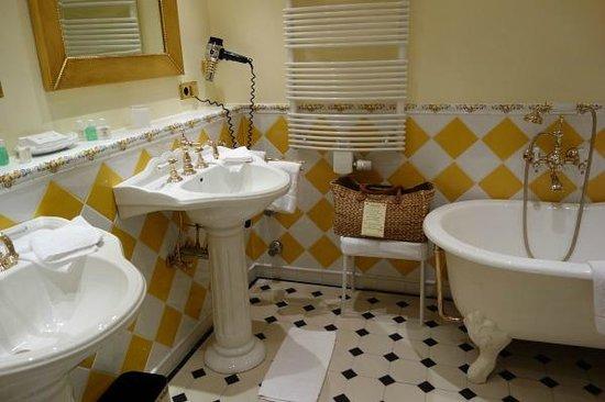 Schwarzmatt Hotel: Bathroom, room 55