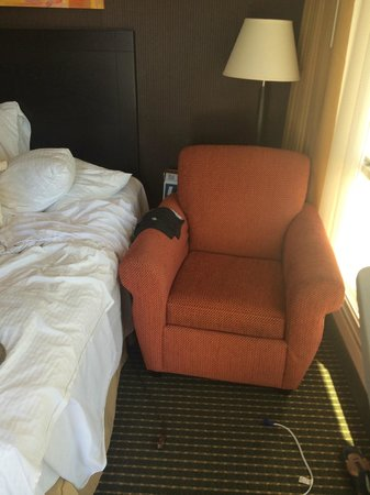 Doubletree by Hilton Dallas Market Center: Chair against bed.
