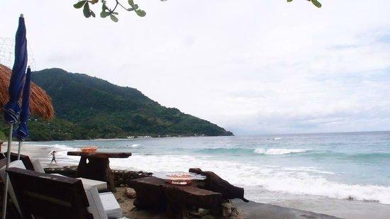 Sunset at Aninuan Beach Resort: bar and beach front
