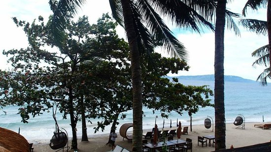 Sunset at Aninuan Beach Resort: dining and beach front