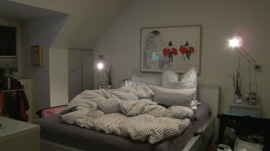 B & B Cologne Filzengraben : Our room with a very comfortable bed; can surf online on the bed with the wifi :)