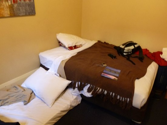 Macleay Lodge Sydney: Our mates room ,same problem