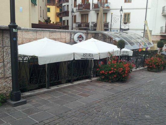 Hotel Olimpia: Lärmquelle vis á vis