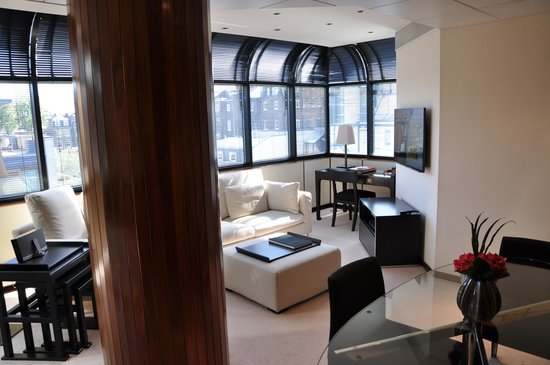 COMO The Halkin: COMO Suite - Living area