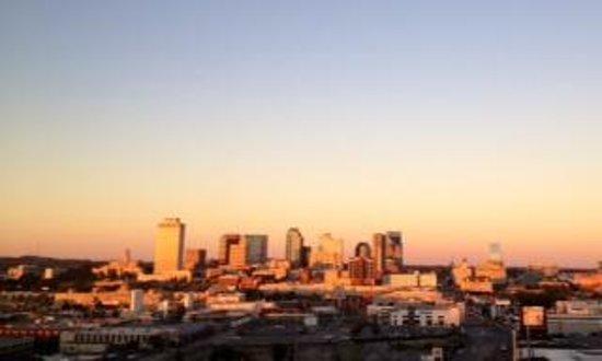 Hutton Hotel : Sun setting over Nashville