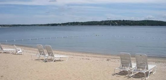 Silver Sands Motel & Beach Cottages: Silver Sands beach on Peconic Bay