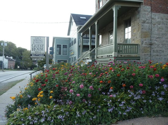 Abe's Spring Street Guest House : Outside view