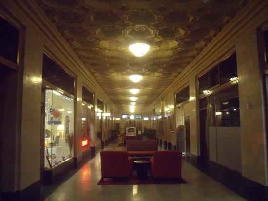"كورت يارد باي ماريوت تولسا داون تاون: 1st floor ""lower lobby"""