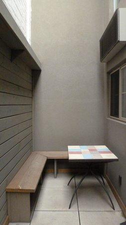 The Box House Hotel : Duplex avec patio - Patio