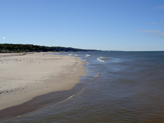 Bluewater Inn and Suites: Beautiful wide beaches...