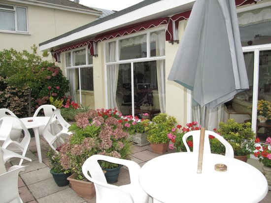 Seawold Guest House: Patio Area