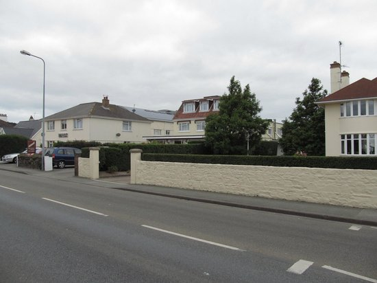 Seawold Guest House from main road