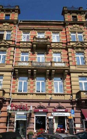 Arthotelroyal: Fassade zur Kriegsstraße