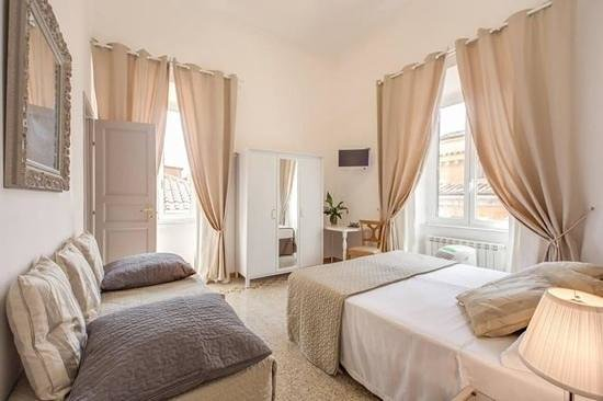 Biancoreroma B&B: my suite... I felt like a king !