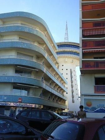 Le Brasilia : За отелем символ Палаваса - башня