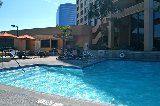 Doubletree by Hilton Anaheim - Orange County: Pool is clean