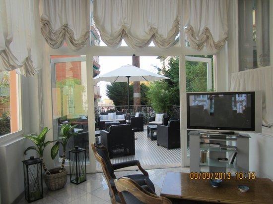Hotel Belsoggiorno: Outside area.