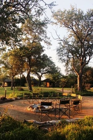 Shindzela Tented Camp: Boma and tents