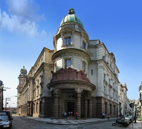Coffee Museum: Fachada do edifício da Bolsa Oficial de Café, local onde o Museu do Café fica situado.