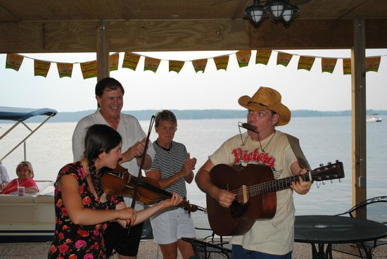 Mountain Harbor Resort: a little music in marina
