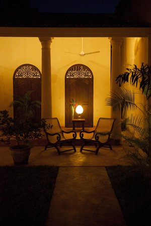 Mango House: Veranda